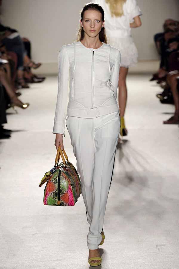 Модые тенденции 2012.br /Самые модные женские брюки весна-лето 2012 на