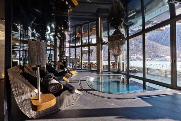 indoor-pool-glas-facade