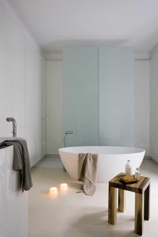 small-flat-bathroom-interior