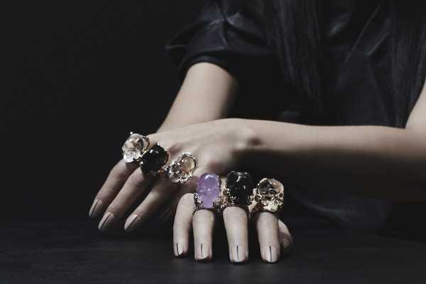 Коллекция ювелирных украшений с драгоценными камнями