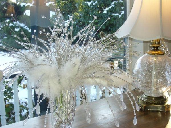Новогодний декор в белых тонах