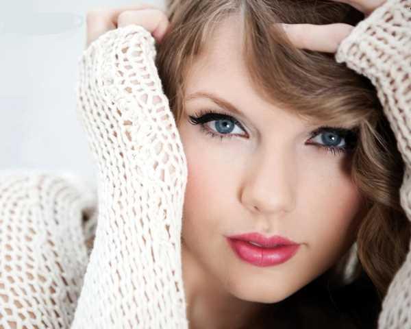 taylor-swift-cat-eyes-make-up