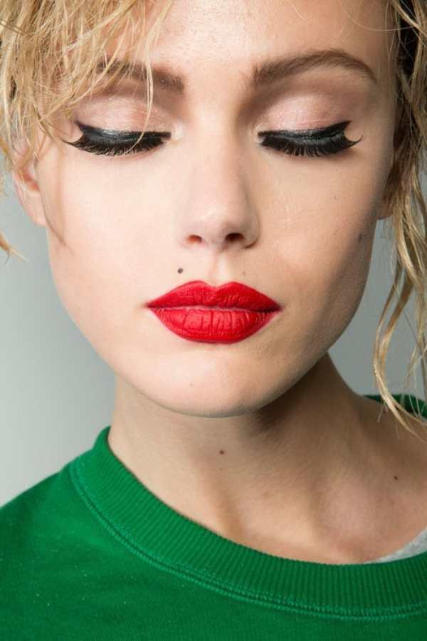 макияж с красными губами