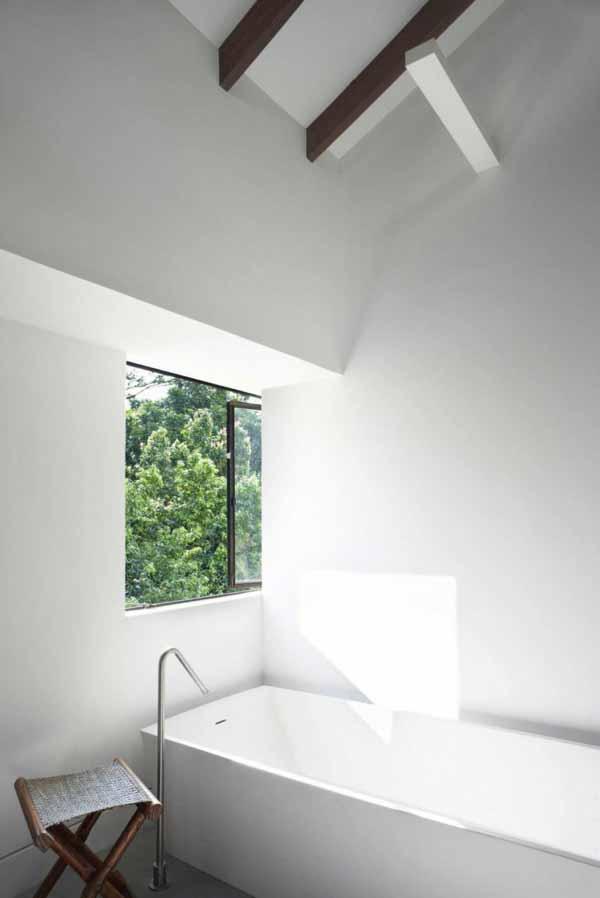 bathroom-bathrub-stylish-apartment-interior-singapore