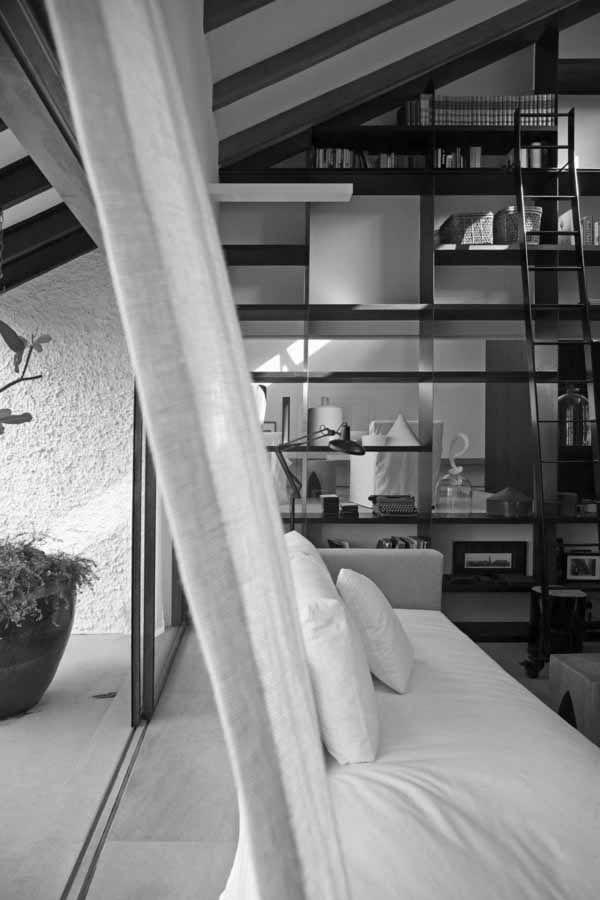 large-windows-stylish-apartment-interior-singapore