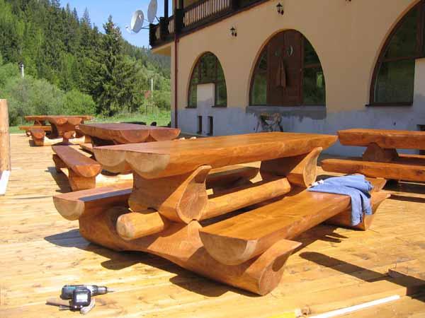 wooden-furniture-for-garden