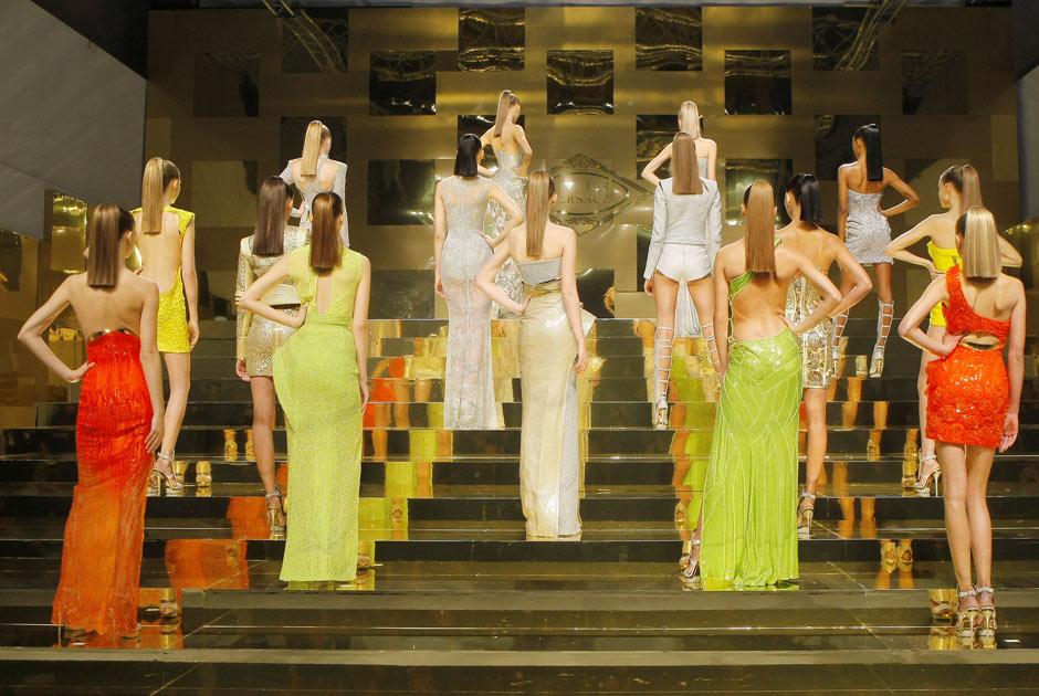 Платья Versace