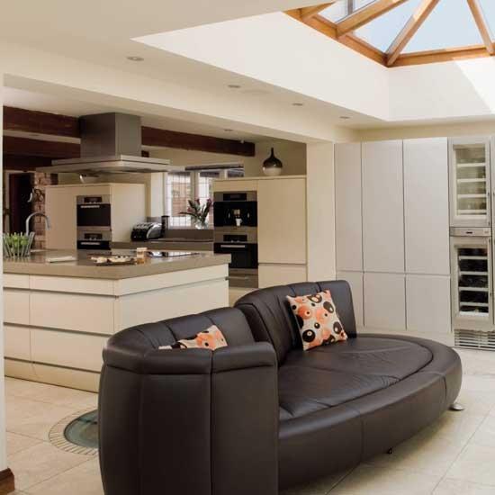 Дизайн маленькой кухни гостиной в доме