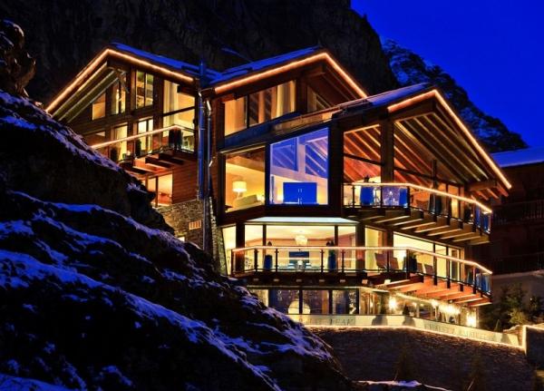 Современный дизайн загородного деревянного дома