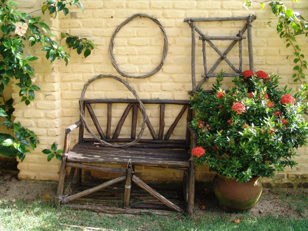 Стильная мебель для дачи из дерева