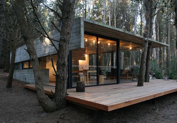 Уютный маленький деревянный дом от BAK Arquitectos Asociados