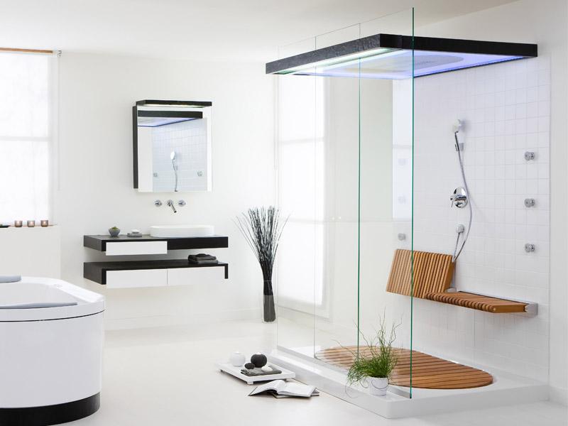 Современная и стильная стеклянная ванная комната