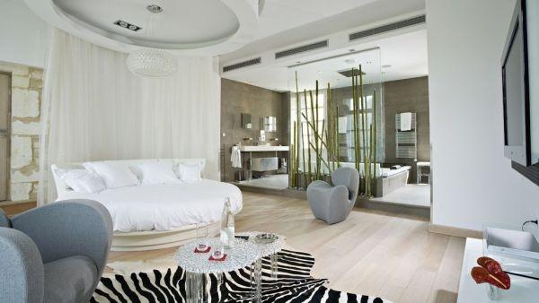Свежие идеи по преображению спальни круглой кроватью