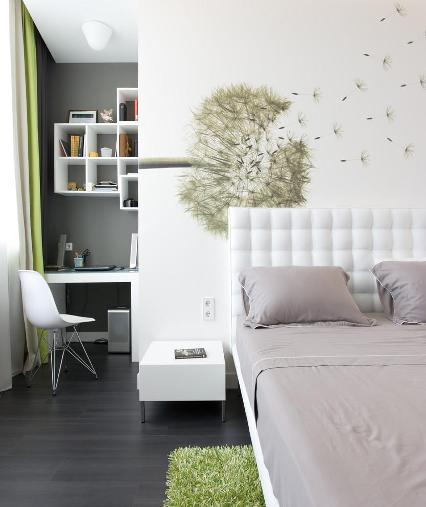 Цветочные стены в интерьере спальни