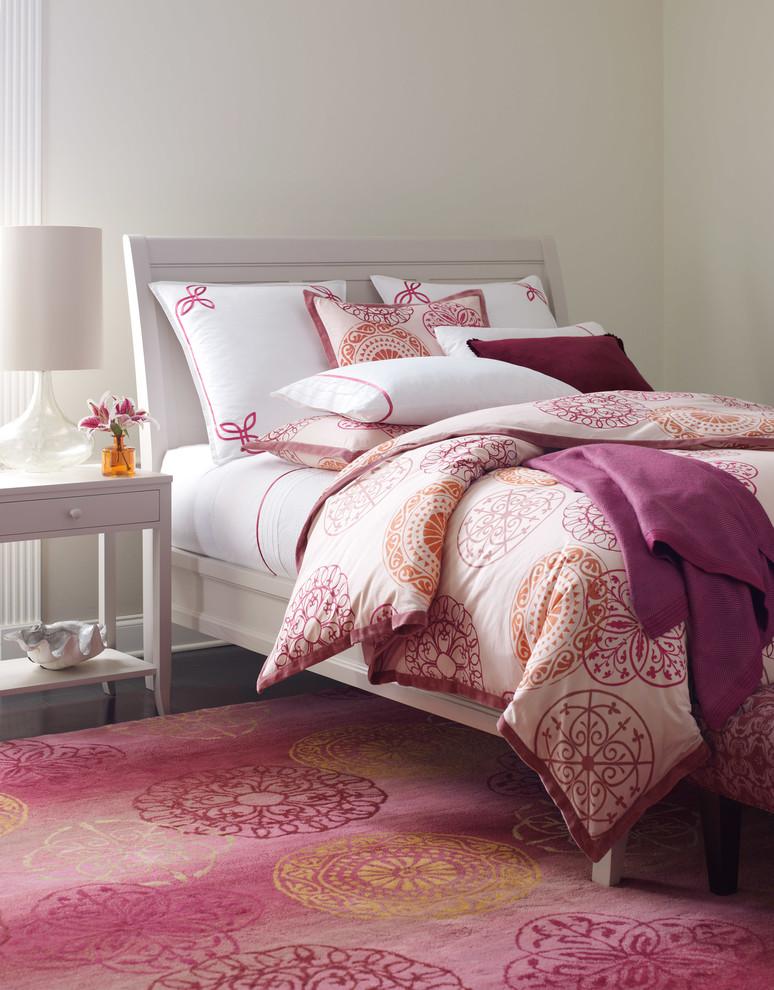 Геометрический принт орхидея в интерьере спальни