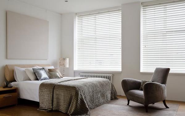 Как украсить интерьер спальни с помощью штор