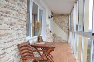 panoramnoe-osteklenie-na-balkone