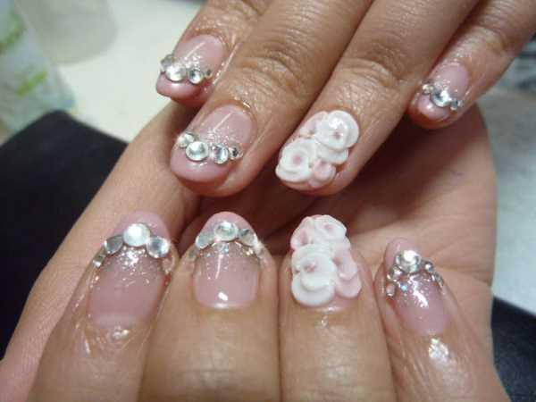 14220__600x1240_floral-wedding-nail-art1 Идеи свадебного маникюра в цветочной тематике