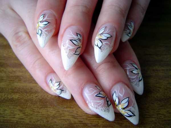 14231__600x1240_floral-wedding-nail-art8 Идеи свадебного маникюра в цветочной тематике