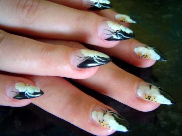 14232__600x1240_floral-wedding-nail-art9 Идеи свадебного маникюра в цветочной тематике